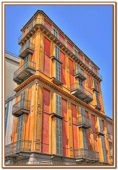"""Torino. A due passi dalla Mole il palazzo detto """"la fetta di polenta"""" di Alessandro Antonelli, 1850"""