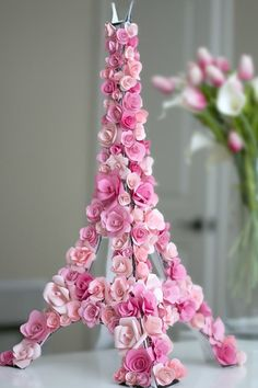 Paris Deko mit pinken Blumen – DIY Eiffelturm Paris decoration with pink flowers – DIY Eiffel Tower Paris Rooms, Paris Bedroom, Bedroom Decor, Paris Birthday Parties, Birthday Table, Birthday Ideas, Spa Birthday, Springtime In Paris, Paris Decor