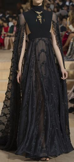 Valentino Couture Fall 2015 - http://www.valentino.com/us/women/fashionshow/lb-mirabilia-romae_section?lookid=156661
