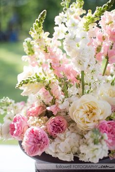 its so fluffyyyy!!!! love the garden roses, stock and snap dragons!! beautiful combo