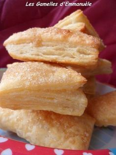 Puff pastry with Petits-Suisses - Emmanuèle& bowls - - Sweet Desserts, Sweet Recipes, Dessert Recipes, Easy Cooking, Cooking Recipes, Thermomix Desserts, Flaky Pastry, Puff Pastry Recipes, Smoothie Recipes