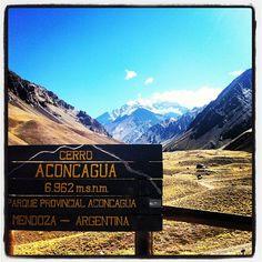 Parque Provincial Aconcagua en Las Heras, Mendoza  El Aconcagua es la montaña más alta del hemisferio occidental. Su ascenso por la ruta norte no tiene más dificultad técnica que el clima y la falta de oxigeno; cada año cientos de personas llegan a la cumbre a 6.959 metros. Por su relativa facilidad por la ruta normal, fácil acceso y buenos servicios, es una de las altas cumbres más atractivas del mundo.