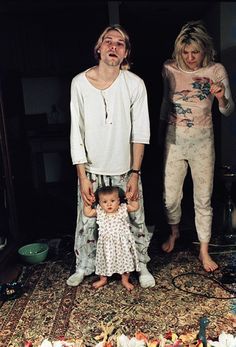 """I don't want my daughter to grow up and someday be hassled by kids at school. I don't want people telling her that her parents were junkies"" ~ Kurt Cobain with Courtney Love Frances Bean Cobain Nirvana Kurt Cobain, Courtney Love Kurt Cobain, Courtney Love 90s, Kurt Cobain Style, Frances Bean Cobain, Dave Grohl, Eddie Vedder, Kurk Cobain, Hard Rock"