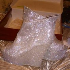 Shop Women's size Wedges at a discounted price at Poshmark. Description: Shiny Silver Mid Low Wedge , Open Toe Zip Up Heels , Nice Shoe For The New Year Sold by blessingme. Shoes 2015, Low Wedges, New Shoes, Fashion Tips, Fashion Design, Fashion Trends, Wedge Heels, Open Toe, Zip Ups