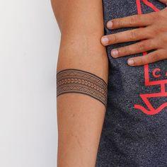 Maori Armband Tattoo - New Zealand Arm Band Tattoo / Armband Tattoo / Polynésien Tattoo / Forearm Band Tattoo / Polynésien Arm Band Tattoo Arm Band Tattoo For Women, Tribal Band Tattoo, Band Tattoos For Men, Wrist Band Tattoo, Forearm Band Tattoos, Simple Wrist Tattoos, Tribal Tattoos For Men, Tattoos For Women Half Sleeve, Wrist Tattoos For Guys