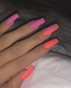 Kylie Jenner is a nail idol. If you want to learn Kylie Jenner's nails, nail shapes, nail designs and nail colors, this guide is definitely for you. Bright Summer Acrylic Nails, Pink Acrylic Nails, Neon Nails, Acrylic Nail Designs, Pink Nails, Colorful Nails, Neon Nail Designs, Blue Nail, Holographic Nails