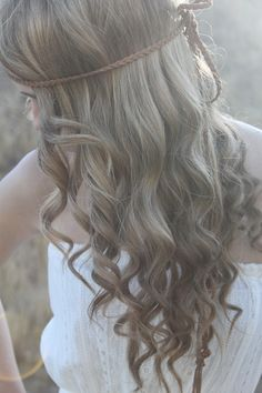 Acacia has the most amazing hair
