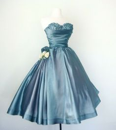 Love! This would've been perfect for my prom b-day party. I would get married in this dress.