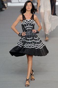 Chanel Spring 2006 Ready-to-Wear Fashion Show - Milagros Schmoll