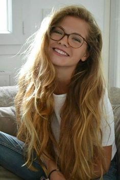 Beautiful - - Beautiful – – Brille iDeen 👓 You are in the right place about healthy hair Here we offer you the most beautiful pictures about the hair you are looking for. When you examine the Beautiful – – Brille iDeen 👓 part of the picture you Summer Hairstyles, Pretty Hairstyles, Layered Hairstyles, Glasses Hairstyles, Fashion Hairstyles, Same Day Glasses, Hair Goals, Hair Inspiration, Your Hair
