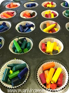 How to Melt Homemade Crayons in the Sun How to melt homemade crayons: Broken Homemade Crayons in a muffin tin. Homemade Crayons, Diy Crayons, Broken Crayons, Crafts With Crayons, Old Crayon Crafts, Melted Crayon Crafts, Melted Crayons, Crayon Melting, Sharpie Crafts
