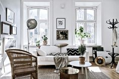 Who knew that my dream living space could be limited to 525 square feet? Ok, maybe if I were the only person living in it. Regardless, this tiny 1904 apartment inGothenburg, Sweden is a beauty! I love that despite it's small confines, the owner kept the original Nordic fireplace and added sizable - Via Honestly WTF