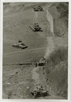 https://flic.kr/p/xJcSMj | Looks like Das Reich Tigers with captured T-34 and Pz IIIs in Kursk battle