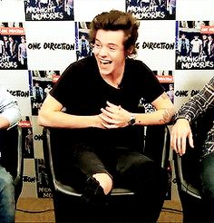 This time it was Harry laughing the hardest....Weird, it's usually Niall XD
