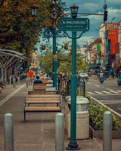 he iconic Malioboro Street in Yogyakarta, #Indonesia  Photo by: IG @arif_josselalu