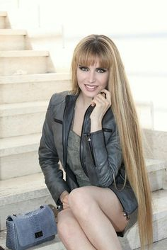 Most Beautiful Faces, Beautiful Long Hair, Gorgeous Women, Really Long Hair, Super Long Hair, Hairstyles With Bangs, Girl Hairstyles, Men's Hairstyle, Formal Hairstyles