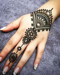 I just really like the patterns in this henna design