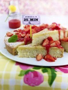 Grie�-Kuchen mit Erdbeerso�e