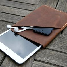 iPad Mini Leather Sleeve www.facebook.com/dioneaweb https://twitter.com/dioneapalermo Buenos Aires, Argentina.