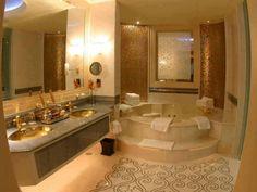 Banheiro Marrom Bege Dourado