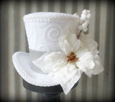 White Christmas Mini Top Hat Holiday Tiny Hat by ChikiBird on Etsy Christmas Tops, Christmas Hat, Christmas Crafts, White Christmas, Fancy Hats, Cool Hats, Steampunk Top Hat, Steampunk Fashion, Victorian Fashion