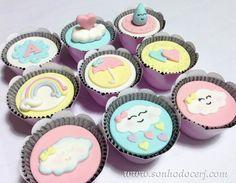 Está chovendo amor!   Cupcakes decorados no tema Chuva de amor!  curta nossa página no Facebook: www.facebook.com/sonhodocerj   #ChuvaDeAmor #Cupcakes #CupcakesDecorados #Festa #Party #FestaChuvaDeAmor #CupcakesChuvaDeAmor #FeitoComAmor