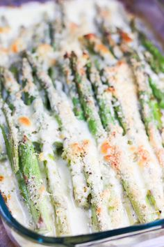 Delicious fresh asparagus in a creamy sauce and smothered with shredded cheese. This Creamy Baked Cheesy Asparagus should grace every brunch table! As far as brunch recipes go - this ones the best! via asparagus recipe Creamy Baked Cheesy Asparagus Cheesy Asparagus Recipe, Asparagus With Cheese, Asparagus Casserole, Asparagus Dishes, Creamy Asparagus, Baked Asparagus, Recipes With Asparagus, Side Recipes, Veggies