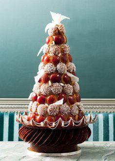 Pièce montée. Wedding cake French style