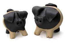 http://www.hand-built-pottery.co.uk/hand-built-pot-images/large/small-medium-pig-pots.jpg