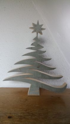 Kerstboom Weihnachtsbaum woodworking bench woodworking bench bench diy bench garage workbench bench plans crafts christmas crafts diy crafts hobbies crafts ideas crafts to sell crafts wooden signs Christmas Wood Crafts, Wood Christmas Tree, Rustic Christmas, Christmas Art, Christmas Projects, Holiday Crafts, Christmas Ornaments, Wood Ornaments, Ornaments Design