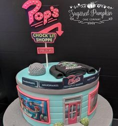I want this cake Riverdale Netflix, Riverdale Merch, Bughead Riverdale, Riverdale Funny, Riverdale Betty, 13 Birthday Cake, 12th Birthday, Riverdale Cole Sprouse, Riverdale Aesthetic