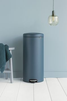 Handpicked based on the forecast of leading trend watchers our Mineral Reflective Blue is a true style icon! Kitchen Trash Cans, Trash Bins, Home Room Design, House Rooms, Food Storage, Storage Solutions, Clutter, Sweet Home, Mineral