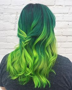 electric green 💚 so much fun i loved this one!!! Still have appointments left at the end of this month, would love to see you all in November too! #pravana #pravanavivids #pravananeons #green #greenhair #modernsalon #behindthechair #americansalon #greenombre #btcpics #mua #hairartist #saloncentric #iampravana #nevo #uptownminneapolis #hairandmakeupbykaylaboyer #hairbykaylaboyer