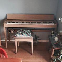 Piano Lessons Video For Teens Piano Room Decor, Piano Crafts, Piano Desk, Bali Decor, Electric Piano, Activity Room, Piano Cover, Digital Piano, Piano Lessons