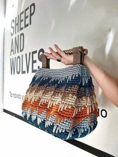 Baby Boy Knitting Patterns, Crochet Purse Patterns, Bag Crochet, Crochet Handbags, Crochet Purses, Love Crochet, Crochet Crafts, Crochet Stitches, Crochet Baby