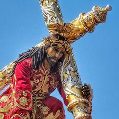 Jesús de la Caída bendícenos... Su procesión está llegando al barrio de Candelaria. #UnaCuaresmaDiferente #CucuruchoEnGuatemala
