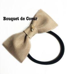 #132チャーム付シンプルリボンゴム♡ベージュ   Simple ribbon bow with charm!! Beige pink and gray