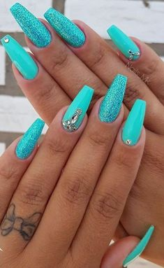 Sea green nail polish with glitter accents. ♥ ️ - accents polish - Sea green nail polish with glitter accents. ♥ ️ You are in the right place about Makeup sencillo - Nail Polish Designs, Nail Art Designs, Nails Design, Bright Nail Designs, Glitter Nail Designs, Turquoise Nail Designs, Teal Nails, Nails Turquoise, Glitter Nails