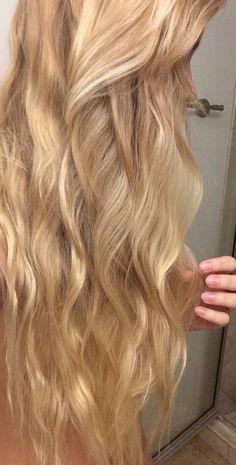Wavy hair/ honey gold blonde