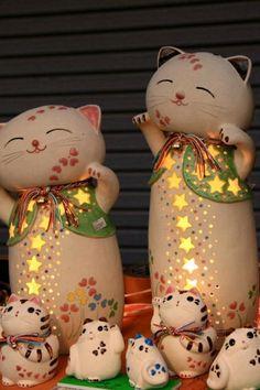 Maneki-neko ceramic lamps, Seto, Aichi, Japan 瀬戸市せともの祭り