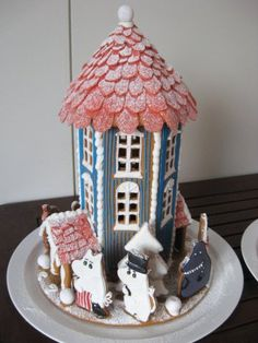 Muumitalo. Easy Gingerbread House, Gingerbread Castle, Gingerbread Cookies, Moomin House, Candy Factory, Dessert Blog, Jolly Rancher, Halloween House, Crack Crackers