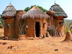 Tiny Village in Benin, Afrika Out Of Africa, West Africa, Short Trees, Mud Hut, African House, Vernacular Architecture, Ancient Architecture, Destination Voyage, Natural Building