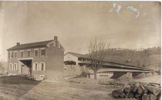 This was the Jay street bridge when it was a covered bridge. Lock Haven, Clinton County, Old Time Photos, Keystone State, Local History, Covered Bridges, Historical Society, Genealogy, Pennsylvania