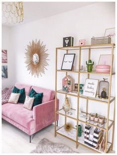 Minimalistischer Wohnkultur mit rosa und türkisfarbenen Farben, rosa Couch, tau… Minimalist home decor with pink and turquoise colors, pink couch, millennial – Home Office Design, Home Office Decor, Home Design, Design Ideas, Office Ideas, Office Designs, Design Design, Pink Office Decor, Office Inspo