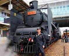 Retired railway mechanic Liu Shugen helped restore a Taiwanese steam locomotive that was manufactured in Japan in 1943. (Satoshi Ukai)
