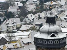 Le clocher de l'église Sainte-Marie, à Homberg-sur-Efze, dans le centre de l'Allemagne, le 3 décembre.