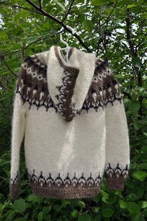 Icelandic sweaters and more: links to free patterns! Knitting Wool, Fair Isle Knitting, Free Knitting, Knitting Patterns, Easy Crochet, Knit Crochet, Nordic Sweater, Icelandic Sweaters, Fair Isle Pattern