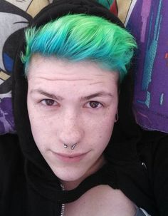 Manic Panics Atomic Turquoise faded out into Electric Lizard. Ive never gotten so many compliments on my hair in my life. Vibrant Hair Colors, Green Hair Colors, Colours, Mens Hair Colour, Cool Hair Color, Short Green Hair, Hair Color Images, Best Hair Dye, Dying Your Hair