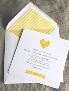 #inbjudningskort bröllop # gult #hjärta #fodrat kuvert  Anna Göran Design