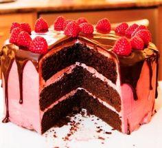 dark-chocolate-cake-with-raspberry-buttercream-2714